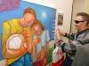 """Umelec Adelia Sarro zBrazílie  na otvorení výstavy """"Sila, čaro afarby Brazílie""""."""