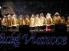 Skôr než sa začal kultúrny program, svoje miesto za výčapom zaujal starosta Ľubomír Grega. Primátorský punč ponúkal spolu s prednostom MÚ Karolom Tillom a poslancom Ottom Brixim. Staromestské Vianoce na Hlavnej ulici prišli podporiť mnohí ďalší poslanci Starého Mesta.