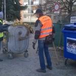 Aktivační pracovníci denne pracujú v teréne podľa stanoveného harmonogramu, ale aj na základe podnetov občanov. Jednoducho tam, kde je potrebné niečo upratať alebo vyčistiť. V jesennom období prevažnú časť ich práce tvorí hrabanie opadaného lístia. Výnimkou však nieje ani upratovanie okolia kontajnerovísk. Napriek tomu, že za vynášanie odpadu je zodpovedná mestom zazmluvnená a platená spoločnosť […]