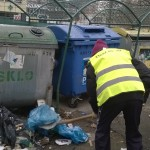 Prvý decembrový deň robili aktivační pracovníci poriadok na uliciach Kpt. Nálepku a Tatranskej