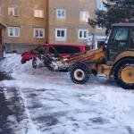Dňa 19.1.2017 sme spoločne s posilami pracovali na zimnej údržbe v Starom Meste. Tak ako sme avizovali, Miestny úrad objednal na pomoc jedno UNC vozidlo, jeden väčší traktor Komatsu a jedno nákladné auto Tatra 815 . K XY aktivačným pracovníkom sa pridali aj 5 chlapi z Charitného domu na Bosákovej ulici. V dopoludňajších hodinách sa […]
