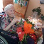 2.8.1917 sa v americkom Clevelande narodila pani Oľga Mišíková. Keď mala 4 roky, spolu s rodinou loďou pricestovala do Popradu. Po vydaji sa s manželom presťahovala do Košíc, do Starého Mesta, kde dnes oslávila 100 rokov. Počas aktívneho života pracovala v Štátnej vedeckej knižnici. Knihy boli je vášňou, nosila ich všetkým členom rodiny. Synovi dokonca […]