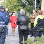Starostovi sa občania ponosujú aj na katastrofálny stav chodníkov i bordel pri kontajneroch. Vedenie MČ Košice – Staré Mesto sa preto stretlo so zástupcami obyvateľov a vlastníkov bytov na ulici ČSA 12,14 a 16. Žiadali pomoc pri riešení problémov, ktoré ich dlhodobo trápia. Za najzávažnejší problém občania označili vysokú koncentráciu neprispôsobivých občanov bez domova v […]