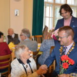 V Radničnej sále na Starom Meste dnes bolo veselo i slávnostne zároveň. Slávili sme Deň matiek, starostaIgor Petrovčik Spolui jeho zástupcaAndy Durica, prednostaMatúš Háberi poslankyňa Ingrid Faťolová ďakovali všetkým mamám za ich nekonečnú lásku, trpezlivosť, starostlivosť… Vyše 130 kvietkov osobne rozdali a spoločne si vypočuli nielen vynikajúci Klasik Band zo ZÚŠ Jantárova, ale si aj […]