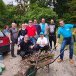"""Na dobrovoľníckej brigáde zamestnancov MČ Staré Mesto sme sa v piatok 17. mája zišli na Žriedlovej ulici pri Starej Sladovni, aby sme spoločne so zamestnancami magistrátu a v spolupráci so spoločnosťou Kosit a Správou mestskej zelene vyčistili zanedbanú lokalitu starého evanjelického cintorína, ktorý je súčasťou tzv. asanačného pásma a roky ho znečisťujú skupiny asociálov. """"Je […]"""