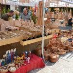 Remeselníci od výmyslu sveta rozložili svoje výrobky v stánkoch v rámci Staromestských trhoch pri Dolnej bráne na Hlavnej ulici. Už tradične dotvárajú kolorit Slávnosti vína. Dnes a v sobotu 14. septembra sa môžete pokochať, ale i nakúpiť u včelára, košikára, rezbárov, keramikárov, ale aj výrobcov dizajnových drevených hračiek, pleteného detského oblečenia, ručne tkaných kobercov, ozembuchov […]