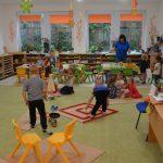 Usmernenie Na základe Rozhodnutia č. 2020/17949:1-A1810 vydaného Ministerstvom školstva, vedy, výskumu a športu Slovenskej Republiky zastúpené ministrom Branislavom Grölingom Vám oznamujeme, že jesenné prázdniny sa v školskom roku 2020/2021 uskutočnia vo všetkých materských školách mestskej časti Košice-Staré Mesto v termínoch 30. októbra a 2., 6., a 9. novembra 2020. Odôvodnenie: Termíny školských prázdnin rozhodujúce pre […]