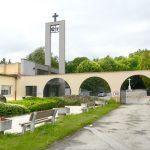 Areál košického Verejného cintorína akrematória zostane pre verejnosť vnasledujúcich dňoch uzatvorený. Vpondelok predpoludním otom rozhodol Krízový štáb mesta Košice. Jedinou výnimkou budú smútočné obrady na oboch pietnych miestach, na ktorých sa bude môcť zúčastniť maximálne 10 ľudí pod podmienkou dodržiavania všetkých ďalších bezpečnostných opatrení. Správa mestskej zelene (SMsZ) ako správca oboch pietnych miest po dohode […]