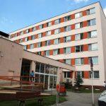 Stredisko sociálnej pomoci mesta Košice, Garbiarska 4 OZN AM U J E, že vsúlade sopatrením ÚVZ SR zo dňa 2.6.2020, ktorým sa schválilo uvoľňovanie opatrení vsúvislosti sochorením COVID 19 voblasti poskytovania sociálnych služieb, súčinnosťou od 1.7.2020 (streda) začne opäť vydávať a poskytovať obedy pre dôchodcov zmestských častí, stravujúcich sa vSSPmK. Obedy budú vydávané zbočného vchodu […]