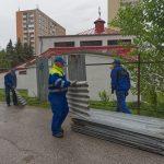 Starosta v utorok s radosťou vítal pracovníkov Bytového podniku mesta Košice, ktorí po neuveriteľných 20 rokoch začali s demontážou ohyzdného plechového plotu okolo Pravoslávneho chrámu v lokalite ulice Československej armády. Verejná zeleň sa tak vracia do užívania obyvateľom Kuzmányho sídliska, práce na demontovaní 300 metrov plechového plotu by mali byť ukončené do piatku 8. júla […]