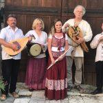 DOBOVÁ SKUPINA PATRIA NEMÁ KONKURENCIU Staromestské kultúrne leto 2020 pokračuje v sobotu 3.júla o 9.30 hod vystúpením originálneho zoskupenia pred vstupom do najstaršieho kostola v Košiciach na Dominikánskom námestí. Muzikanti a speváci z Patrie majú vo svojom repertoári skladby zo stredovekých a renesančných zborníkov, radi čerpajú aj z prameňov autentického folklóru. Hrajú na špeciálnych dobových […]