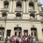 Na potulky, presnejšie prechádzku po budove Štátneho divadla v Košiciach, sa so známym sprievodcom Milanom Kolcunom vybrali členovia Denného centra seniorov pri mestskej časti Košice-Staré Mesto. Prehliadku budovy, diela Adolfa Langa, začali vo foyeri s obdivuhodným lustrom. Seniori sa od sprievodcu dozvedeli, že budova bola slávnostne otvorená v roku 1899 a vyrástla na mieste vyše […]